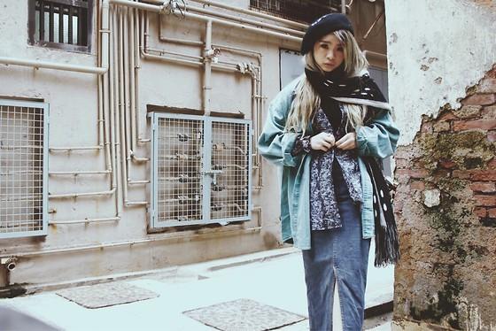 С чем носить джинсовую юбку зимой: образы с фото