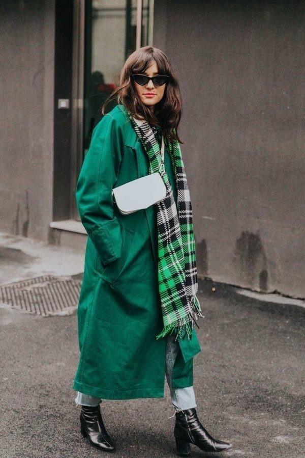 Варианты шарфов для зеленого пальто