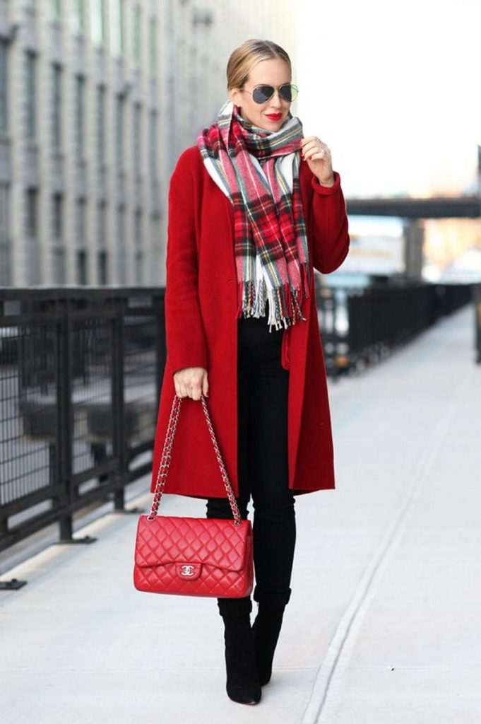 Красное пальто: все возможные варианты шарфов