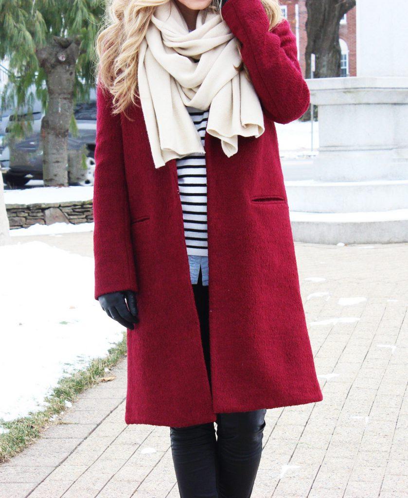 Шарф с красным пальто