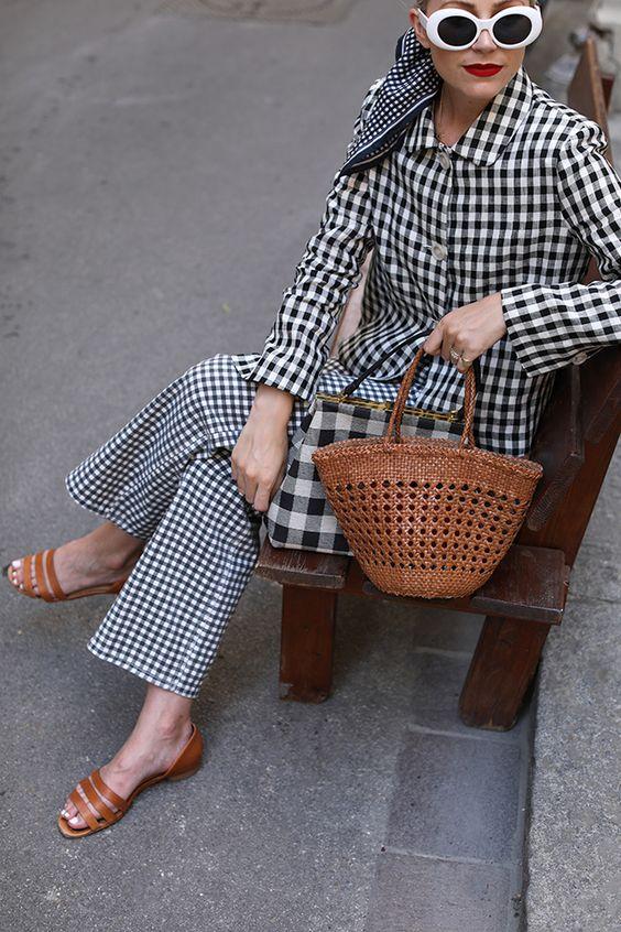 Контрастная обувь с брюками в клетку