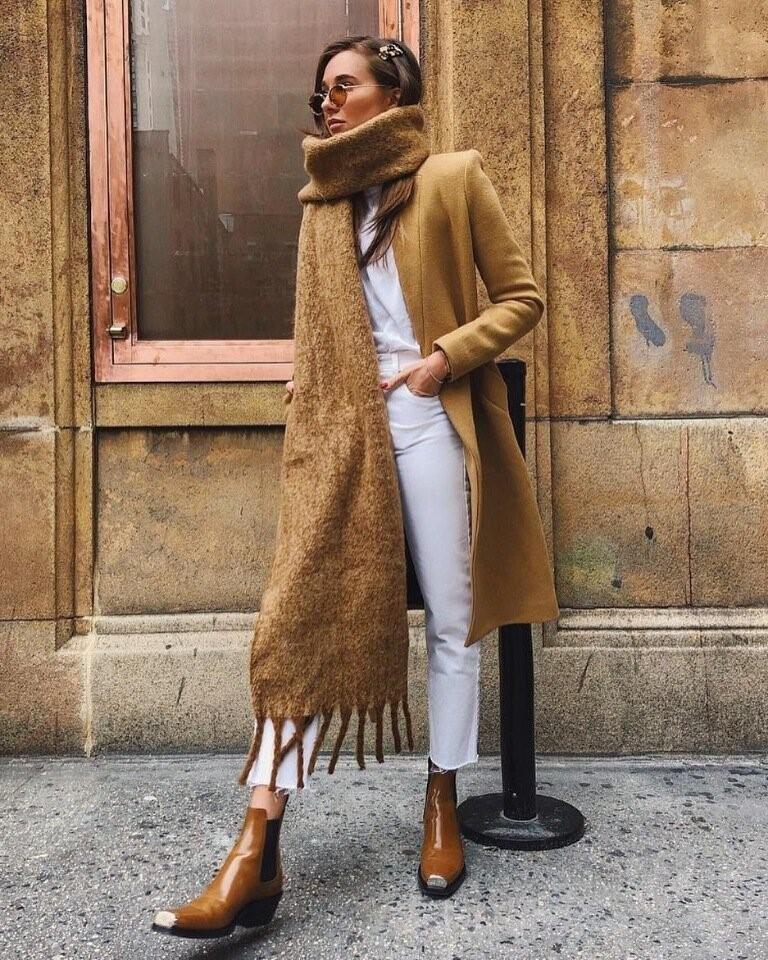Как носить шарф с длинным пальто