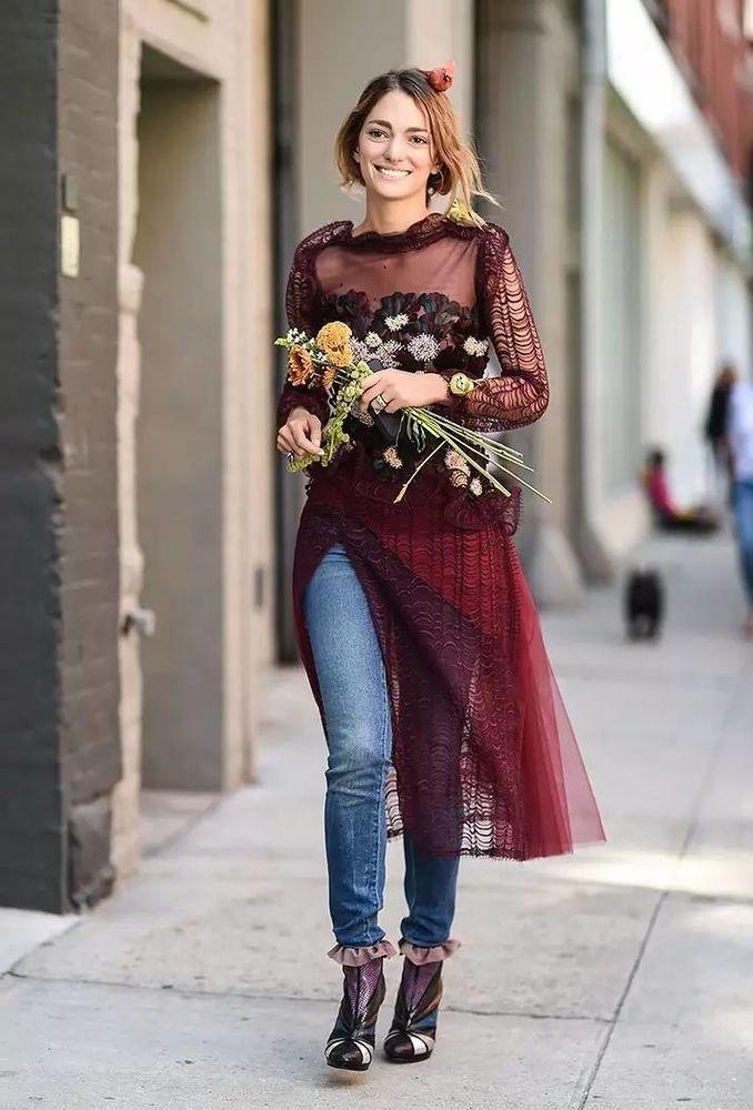 Праздничный вариант: платье+джинсы