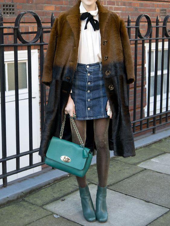 Джинсовая юбка с меховым пальто.