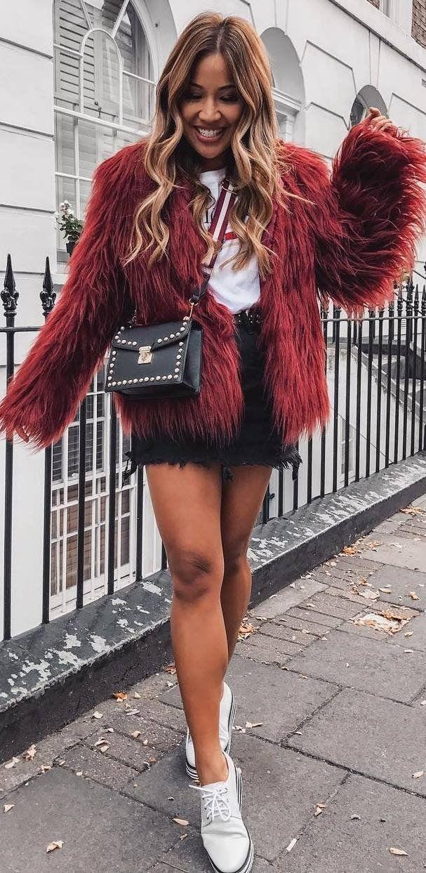 Джинсовая юбка с меховым жакетом