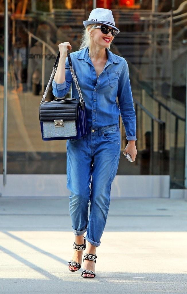 Джинсовый комбинезон с джинсовой рубашкой