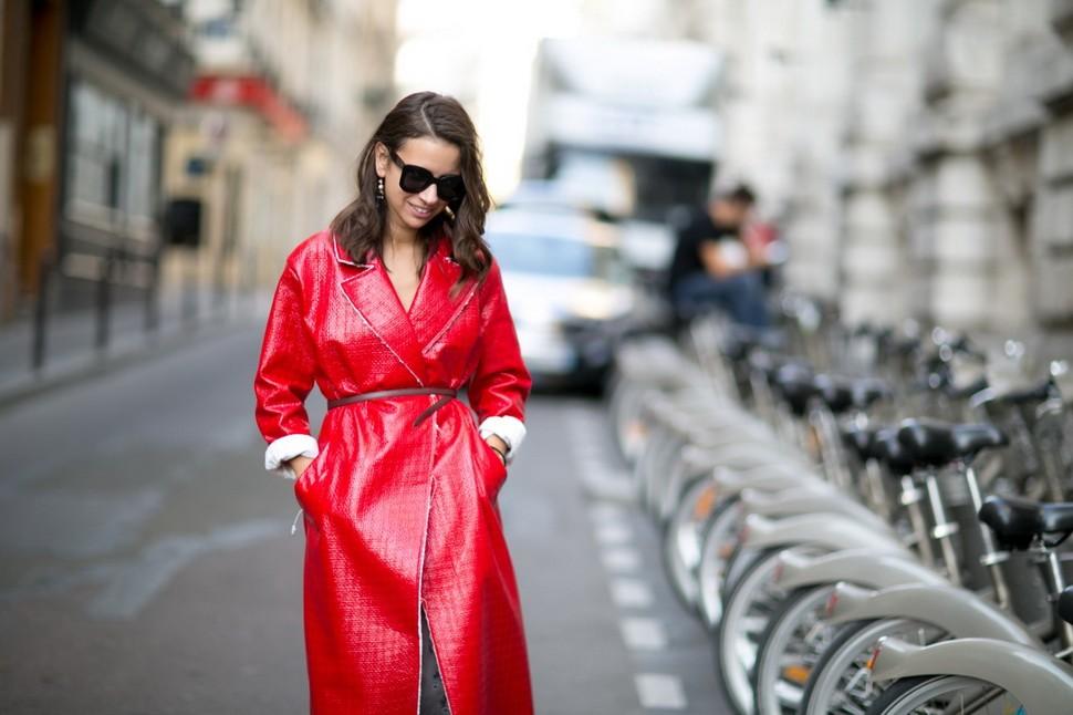Красный тренч - основа яркого образа
